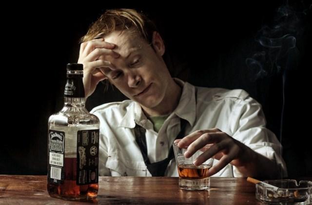 Как алкоголик или наркоман принимает свою болезнь?