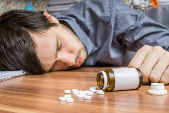 Передозировка наркотиками и смерть