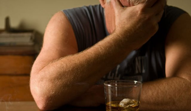 Запой алкоголика дома
