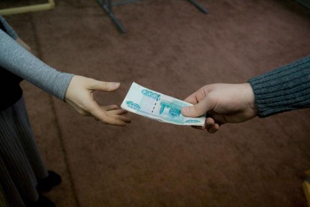Стоит ли давать наркоману деньги?