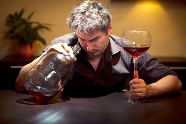 Хронический алкоголик не хочет обращаться за помощью