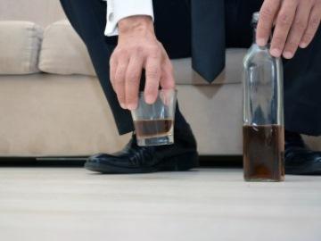Переход от бытового пьянства к хроническому алкоголизму
